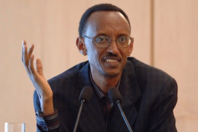 President Paul Kagame addresses journalists at Urgwiro Village.