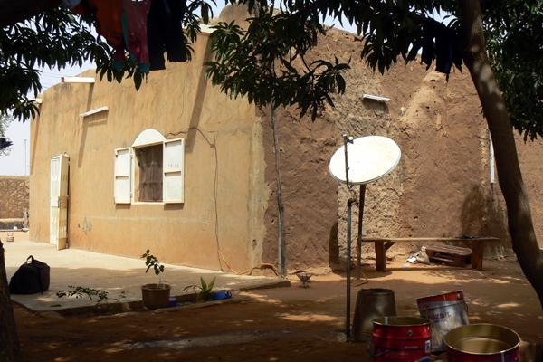 Reportages photos l 39 architecture en terre une solution pour le sahel - Architecture africaine moderne ...